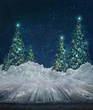 Feiertagshintergrund mit Weihnachtsbäumen im Schnee Stockfoto