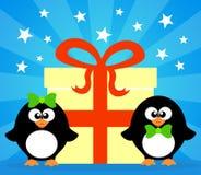 Feiertagskarte mit Pinguinen Stockbild