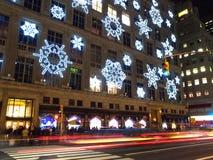 Feiertagsleuchtebildschirmanzeige in der Rockefeller-Mitte Lizenzfreies Stockfoto