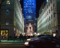 Feiertagsleuchtebildschirmanzeige in der Rockefeller-Mitte Lizenzfreie Stockbilder