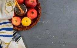 Feiertagssymbole rosh hashanah jewesh Feiertag des Honigs, des Apfels und des Granatapfels traditioneller stockbild