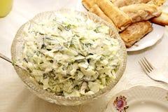 Feiertagstabelle mit Salaten Stockfoto
