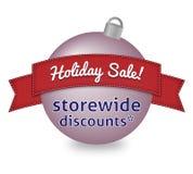 Feiertagsverkaufszeichen auf Weihnachtskugel Lizenzfreie Stockfotos