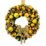 FeiertagWreath mit Früchten und einem Goldbogen Stockfotos