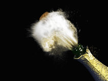 Feierthema mit dem Spritzen des Champagners, Stockbild