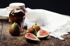 Feigen, Trauben und Käse Stockfoto