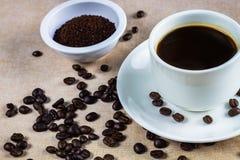 Feijão de café, copo imagens de stock royalty free