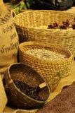 Feijão de café na cesta Fotografia de Stock