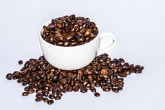 Feijão de café no copo fotos de stock