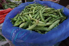 Feijão de ervilha na venda no mercado de rua Foto de Stock Royalty Free