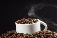 Feijões brancos do copo e de café Imagens de Stock Royalty Free