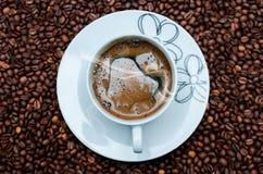 Feijões da caneca de café Foto de Stock Royalty Free