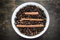 Feijões da canela três (caráter chinês) e de café Imagem de Stock Royalty Free