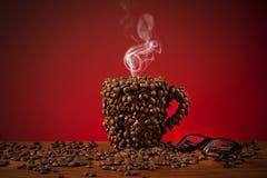 Feijões da chávena de café Fotos de Stock Royalty Free