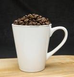 Feijões da chávena de café Imagem de Stock Royalty Free