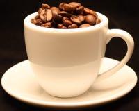 Feijões da chávena de café Fotografia de Stock Royalty Free