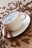 Feijões da chávena de café e de café Foto de Stock Royalty Free