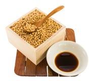 Feijões da soja com molho de soja Fotos de Stock Royalty Free