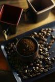 Feijões da xícara de café e de café fotografia de stock royalty free