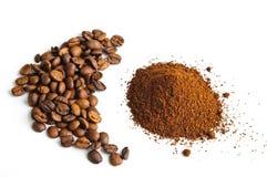 Feijões de café à terra Fotos de Stock