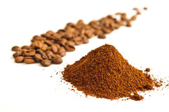 Feijões de café à terra Imagens de Stock