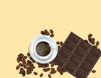 Feijões de café, barra de chocolate e copo de Cofee do branco isolados no fundo amarelo Imagem de Stock