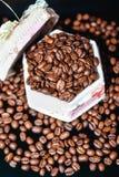 Feijões de café, café preto Imagem de Stock Royalty Free