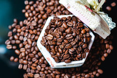 Feijões de café, café preto Fotografia de Stock