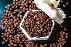 Feijões de café, café preto Fotos de Stock Royalty Free