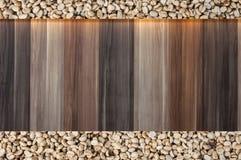 feijões de café crus no fundo de madeira do vintage, texto do espaço vazio de feijões de café Imagem de Stock