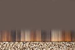 Feijões de café crus no vintage de madeira e no fundo marrom Imagens de Stock Royalty Free
