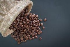 Feijões de café e sacos de café Fotos de Stock Royalty Free
