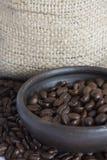 Feijões de café em Clay Pot IV Imagem de Stock Royalty Free