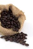 Feijões de café em um saco Fotos de Stock