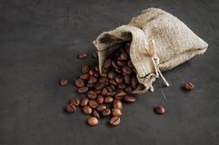 Feijões de café em um saco Imagens de Stock Royalty Free