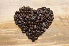 Feijões de café na forma do coração Foto de Stock Royalty Free