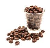 Feijões de café no copo Fotos de Stock Royalty Free
