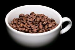 Feijões de café no copo branco Imagens de Stock