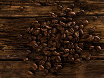 Feijões de café no fundo de madeira Fotografia de Stock Royalty Free