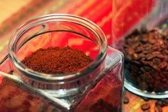Feijões de café no tiro do estúdio imagem de stock