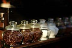 Feijões de café nos frascos de vidro Fotos de Stock Royalty Free