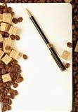 Feijões de café, papel, pena Foto de Stock Royalty Free