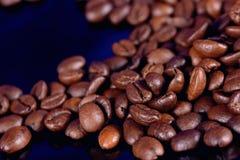 Feijões de café preto Fotografia de Stock Royalty Free