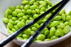 Feijões de soja preparados na bacia Fotos de Stock Royalty Free