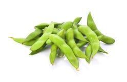 Feijões de soja verdes no fundo branco Fotografia de Stock