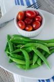 Feijões do açúcar e tomates de cereja verdes Imagem de Stock Royalty Free
