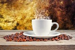 Feijões do copo de café Fotos de Stock