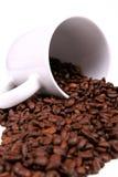 Feijões e caneca de café Fotos de Stock Royalty Free