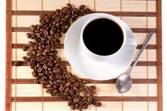Feijões e chávena de café de café Imagens de Stock
