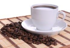 Feijões e chávena de café de café Fotografia de Stock Royalty Free